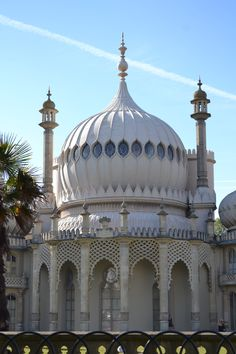 The Brighton Pavillion in England, an Oriental inspired pleasure palace built for King George IV, Circa 1800. #Brighton #Palaces