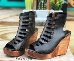 The Grand Ole Opry Wedges