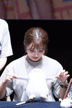 Eunji Apink, Busan South Korea, Eun Ji, Viral Videos, Trending Memes, Favorite Color, Funny Jokes, Internet, Awesome