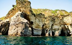 Image from http://www.wallpapers1920x1200.com/wallpapers/caves-at-amalfi-coast-italy-beach-wallpaper-1920x1200-3094.jpg.