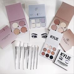 INTERNATIONAL BEAUTY GIVEAWAY!  I've partnered with my favorite Bloggers/Youtubers to give one lucky contestant 3 Anastasia Beverly Hills Glow Kits, 1 Kyshadow palette from Kylie Cosmetics and a set of brushes. To participate: 1. ✨Follow me and like this picture 2. ✨GO TO @estefcoppola and follow the loop until you get to my profile again 3. ✨* If you wanna get some extra points tag 3 friends on the picture and comment that you have completed all of the steps! Competition starts on 09/...