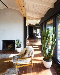 A Hudson Valley home's renovation is guided by its best midcentury feature. High on the east bank of New York's Hudson River, a special…