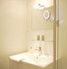Landhaus Sonnenstern - Bad - bathroom Virtual Tour, Bad, Bathroom Lighting, Mirror, Furniture, Home Decor, Farmhouse, Stars, Bathroom Light Fittings