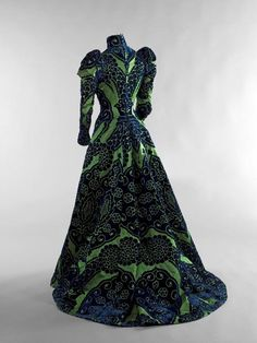 dress green blue satin century victorian worth velvet gown belle epoque extant garments House of Worth day dress charles frederick worth tea gown figured velvet Vintage Outfits, Vintage Gowns, Vintage Mode, 1890s Fashion, Edwardian Fashion, Vintage Fashion, Steampunk Fashion, Gothic Fashion, House Of Worth