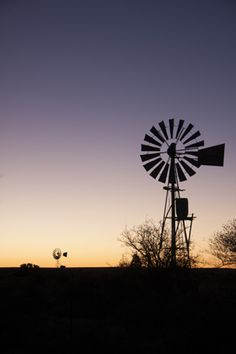 A typical Karoo Sunsest BelAfrique - Your Personal Travel Planner… Heavenly Places, Wonderful Places, Rest Of The World, Wonders Of The World, Farm Windmill, Old Windmills, Victoria Falls, Beaches In The World, Open Spaces