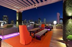 Luxurious rooftop terrace overlooking the skyline of Dallas, Texas by Harold Leidner Landscape Architects