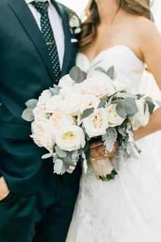 Al fresco cream colored rose bouquet: http://www.stylemepretty.com/california-weddings/silverado/2016/05/10/whimsical-al-fresco-vineyard-wedding/ | Photography: Jenna Bechtholt -  http://jennabechtholtphotography.pixieset.com/