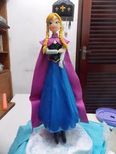 Anna (Frozen) em biscuit 1/2 partes