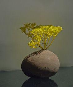 Most current Snap Shots Ceramics Vase sculpture Popular pixels- Arte Floral, Deco Floral, Floral Design, Ikebana Flower Arrangement, Flower Vases, Flower Art, Floral Arrangements, Ikebana Arrangements, Wabi Sabi