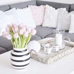 Can't wait to move into our new house! 💗 Just a few more things need to be done 😩🙈 #unpatient #tb #interior #decor #tulips For more updates on our house 👉🏼 snapchat 👻 barnerom