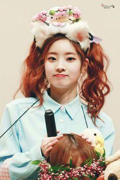 She's so pretty I think all the members of twice r gorgeous Nayeon, Kpop Girl Groups, Korean Girl Groups, Kpop Girls, K Pop Idol, Tzuyu Body, Mbti Type, Rapper, Oppa Gangnam Style