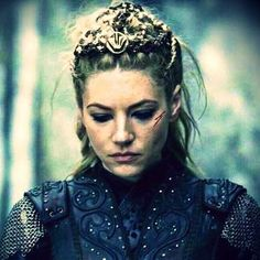 I don't like the way Lagertha's fall from grace was handled. Still looks badass . - I don't like the way Lagertha's fall from grace was handled. Still looks badass though! Vikings Tv Series, Vikings Tv Show, Ragnar Lothbrok, Lagertha Hair, Lagertha Costume, Larp, Chica Punk, Viking Series, King Ragnar