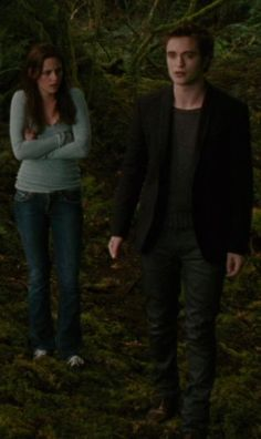 Twilight Saga :New Moon - Bella Swan (Kristen Stewart) and Edward Cullen (Robert Pattinson)