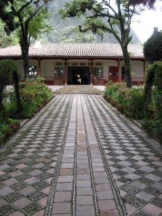 Casa Museo Quinta de Bolivar, Bogota, Colombia Spanish House, Spanish Colonial, Dog Trot House, Cracker House, Colombia South America, Exotic Places, Courtyards, Culture Travel, Landscape Architecture
