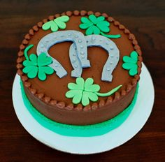 Horseshoe and 4 leaf Clover Cake by Snacky French