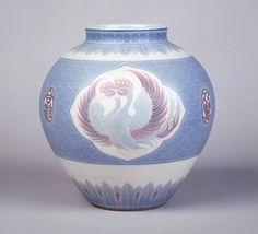 Hokosaiji Wago-monyo Kabin (Hokosaiji underglazed flower vase with concord patterns) by Itaya Hazan