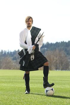 Roger Levesque, Seattle Sounders FC.. WOW.. gotta love those men in kilts.. IT'S A KILT! IF THEY WORE ANYTHING UNDER IT, THEN, IT WOULD BE A SKIRT!