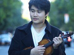 O violinista sul-coreano In Mo Yang ganhou o Concurso de Violino Paganini 2015 Internacional em Gênova, Itália. Ele tem apenas 19 anos.