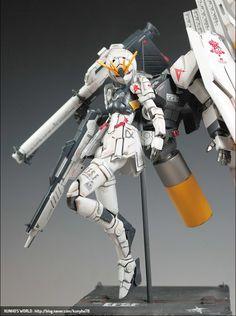 ( *`ω´) ιf you dᎾℕ't lιkє Ꮗhat you sєє❤, plєᎯsє bє kιnd Ꭿℕd just movє ᎯlᎾng. Cyberpunk Anime, Mecha Anime, Cyberpunk Fashion, Custom Gundam, Gunpla Custom, Character Concept, Character Design, Mecha Suit, Gundam Build Fighters