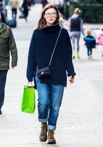 November Style Tips: Celeb-Inspired Outfits to Try Now - Chanel Boots - Trending Chanel Boots for sales. - Keira Knightley wears a navy blue sweater cuffed jeans a Chanel bag Dr. Martens boots and round sunglasses Estilo Keira Knightley, Keira Knightley Style, Blue Sweater Outfit, Navy Blue Sweater, Sweater Outfits, Casual Winter Outfits, Casual Boots, Outfit Winter, Dr. Martens