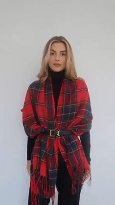 Winter Fashion Outfits, Diy Fashion, Ideias Fashion, Fashion Design, Ways To Wear A Scarf, How To Wear Scarves, Scarf Wearing Styles, Head Scarf Styles, Mode Outfits