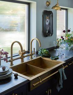 Barn Kitchen, Home Decor Kitchen, Home Kitchens, Kitchen Design, Double Kitchen Sink, Victorian Kitchen Sinks, Georgian Kitchen, Brass Kitchen Faucet, Beautiful Kitchens