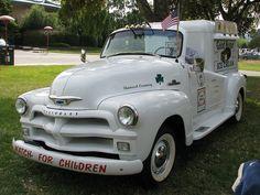 <3   1954 Chevrolet Good Humor Ice Cream Truck.