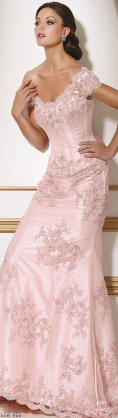 Stunning Bride, So Pretty In Pink♡♡♡♡♡.