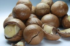 Como tostar macadâmia e caramelizá-la com mel | eHow Brasil