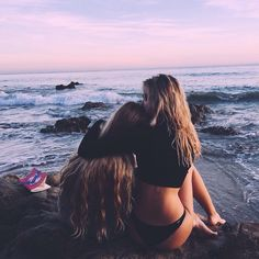 Alexis Ren and Allie Michelle