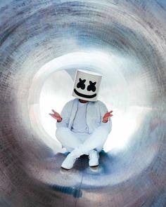 No photo description available. Bar Music, Music Love, Marshmallow Pictures, Marshmello Wallpapers, Marshmello Dj, Cool Masks, Alan Walker, Music Wallpaper, Skrillex