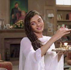 MOHABBATEIN (2000) Aishwarya Movie, Aishwarya Rai Bachchan, Victoria Secret Fashion, Pure Beauty, Indian Actresses, Indian Fashion, Bollywood, Flower Girl Dresses, Beautiful Women