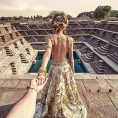 #followmeto Hampi step well with @natalyosmann. Which places you would suggest us to visit?  Follow us on Snapchat: FollowMeTo #следуйзамной в Хампи, в Индии.