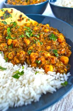 This delicious healthy chickpea curry with spinach (or spinach garbanzo curry) is not only tasty, it's vegan too!Ready in just half an hour, and incredibly easy to make.Make this easy vegan curry recipe for dinner any night of the week. Authentic Indian t Easy Vegan Curry, Vegetarian Curry, Indian Food Vegetarian, Healthy Indian Food, Indian Food Recipes Easy, Pakistani Food Recipes, Vegan Raw, Curry Recipes, Healthy Recipes