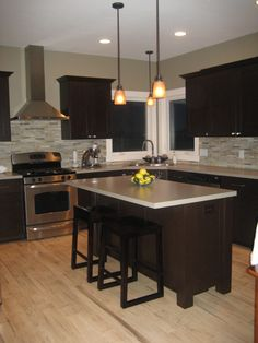 simple & small island for small kitchen Love this layout...stove must be vented directly outside.