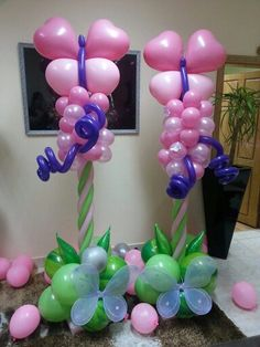 Butterflies Columns Butterfly Balloons, Balloon Flowers, Pink Balloons, Balloon Pillars, Balloon Arch, Balloon Ideas, Balloon Stands, Balloon Display, Ballon Arrangement