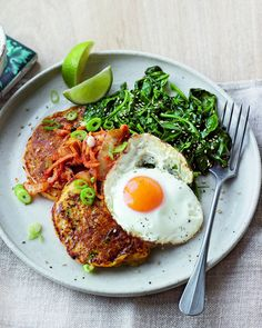 Fancy pancakes for dinner? Course you do! Make midweek cooking extra exciting with these kimchi potato pancakes served with a crispy fried egg and spinach. Fermented Cabbage, Fermented Foods, Savoury Pancake Recipe, Delicious Magazine, Delicious Food, Pancakes For Dinner, Unique Recipes, Ethnic Recipes, Vegetarian Recipes
