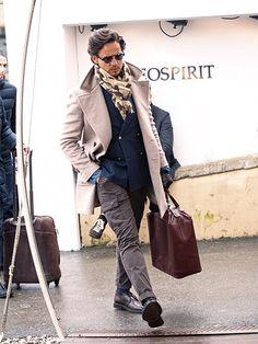 フィンガーチップ丈のコートなら、大人のドレスカジュアルに好相性!