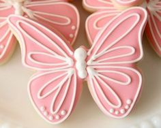 Pink Butterfly Cookies_Sweetsugarbelle Creating an invisible royal icing outline Fancy Cookies, Cut Out Cookies, Iced Cookies, Cute Cookies, Easter Cookies, Royal Icing Cookies, Cookies Et Biscuits, Sugar Cookies, Cookie Icing