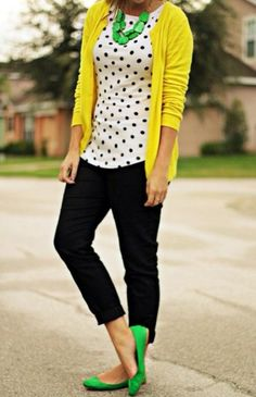 I'm looking for the perfect yellow cardigan! Yellow cardigan, black crop pants, black and white blouse, green flats and statement necklace Looks Chic, Looks Style, Work Fashion, Street Fashion, Curvy Fashion, Fall Fashion, Fashion Women, Office Fashion, Fashion Trends