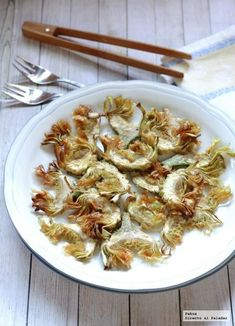 Alcachofas crujientes para guarnición. Receta Raw Food Recipes, Vegetable Recipes, Vegetarian Recipes, Cooking Recipes, Healthy Recipes, Delicious Recipes, Tapas, Veggie Heaven, Artichoke Recipes