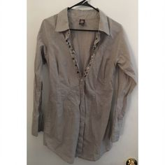 Free People Top/ Tunic Buttons by design don't actually close up. In excellent condition. Tag says size 10 Free People Tops