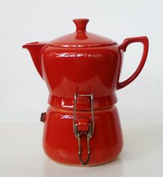 Coffee-moka red porcelain of Bavaria created in Italy in the years ' Measures 8 cm diameter + spout and handle-height 15 cm Coffee Love, Coffee Shop, Pod Coffee Makers, Coffee Dripper, Coffee Brewer, Pot Sets, Vintage Coffee, Coffee Machine, Coffee Recipes