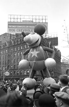 Macy's Thanksgiving Day Parade, New York - 1936  George Mann, Black & White Photography