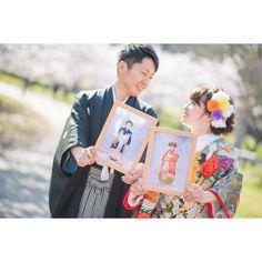 結婚式前撮りで小さい頃の写真を撮影アイテムにするのが人気   marry[マリー] Wedding Kimono, Japanese Wedding, Pre Wedding Photoshoot, People Of The World, Purple Wedding, Couple Photography, Marriage, Bridal, Valentines Day Weddings