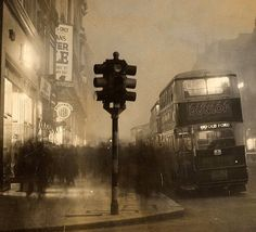 38 Fantastic Photos Capture Street Scenes of London During the 1930s