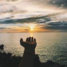 【filmwalkr】さんのInstagramをピンしています。 《📷 @rn530k * 波照間島の美しいサンセット。海と太陽のみ景色。一息ついてリラックス。 📍 #沖縄県 #波照間島 @rn530k さん、素敵な作品をありがとうございます。 * Filmwalkrでは 皆さんの旅やお出かけの思い出を募集しています。 是非『#Filmwalkr 』を付けて 旅心溢れる写真/動画をご投稿ください👣 素敵な作品をピックアップいたします💡 * 【重要】 動画内の利用楽曲に著作権上の問題があるものは、こちらで差替させていただきます。予めご了承ください。 * ↓オススメのフリー楽曲サイト↓ No Copyright Sounds(YouTube) * #動画 #動画編集 #撮影 #一眼レフ #カメラ #カメラ好きな人と繋がりたい #自然 #旅 #旅人 #team_jp #igersjp #instagramjapan #instagramjp #海 #ゴープロ #ゴープロのある生活》