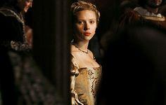 Scarlett Johansson Source Mary Boleyn, The Other Boleyn Girl, Wars Of The Roses, Scarlett Johansson, Costumes, Dress Up Clothes, Fancy Dress, Men's Costumes, Suits