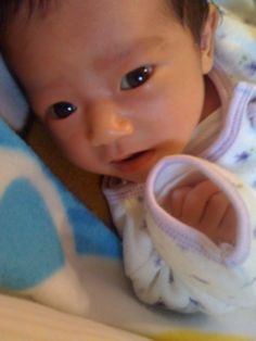 見えてるのかなぁ... 生後1ヶ月 赤ちゃんの表情