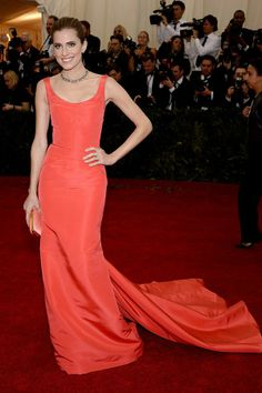 Allison Williams wearing Oscar de la Renta this evening at The Metropolitan Museum of Art Costume Institute Benefit. Her gown is coral silk faille and she is carrying our coral silk Goa clutch.